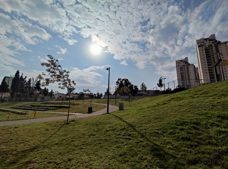 Une photo de l'amphitéatre du Parc HaSofrim de Be'er-Sheva
