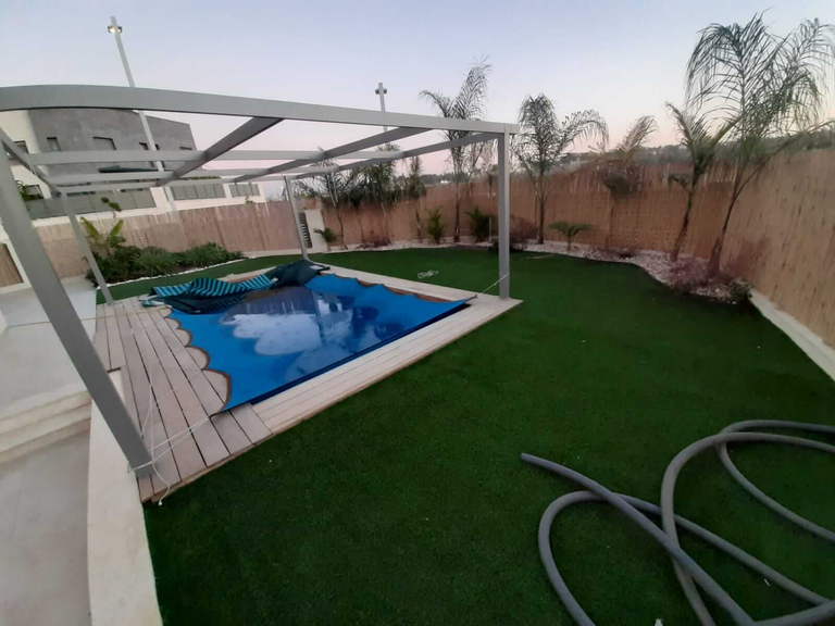 Jardin avec la piscine - Neve Noy, Be'er-Sheva, Israël
