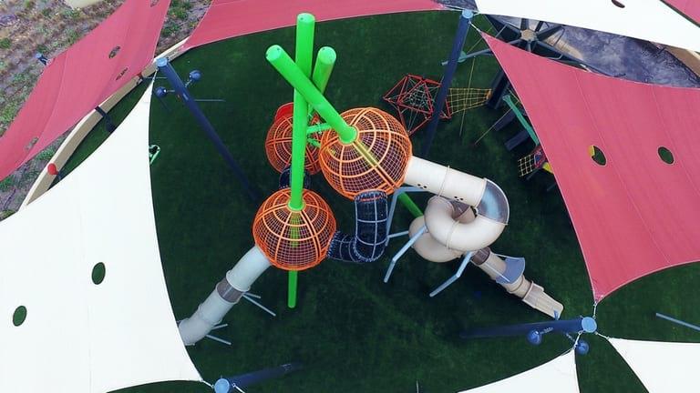 Grand de jeux pour enfants (Parc Mishakim) à Ramot Bet (HeRehes) de Be'er-Sheva, Israël