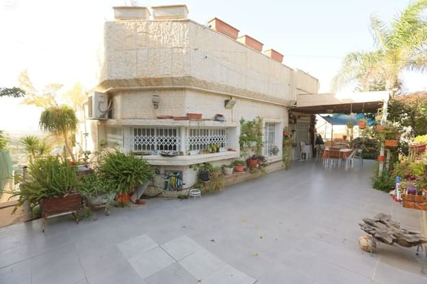 Cour intérieur d'une maison de Ramot Gimel, Be'er-Sheva, Israël