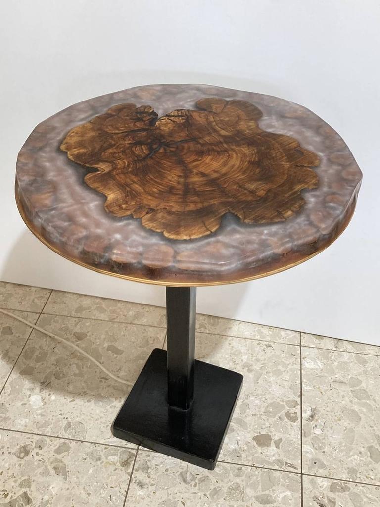Table à café en bois et époxy